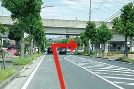 さくら都市 千葉支店 交通案内(おゆみ野駅より)4.「小金沢坂下」交差点を右折すると、右側にさくら都市 千葉支店です